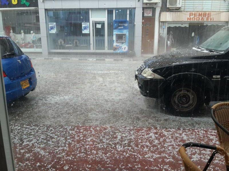 Şiddetli yağmur ve dolu Omorfo'yu vurdu 3