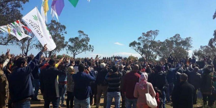İskelede Newroz ateşi yakıldı