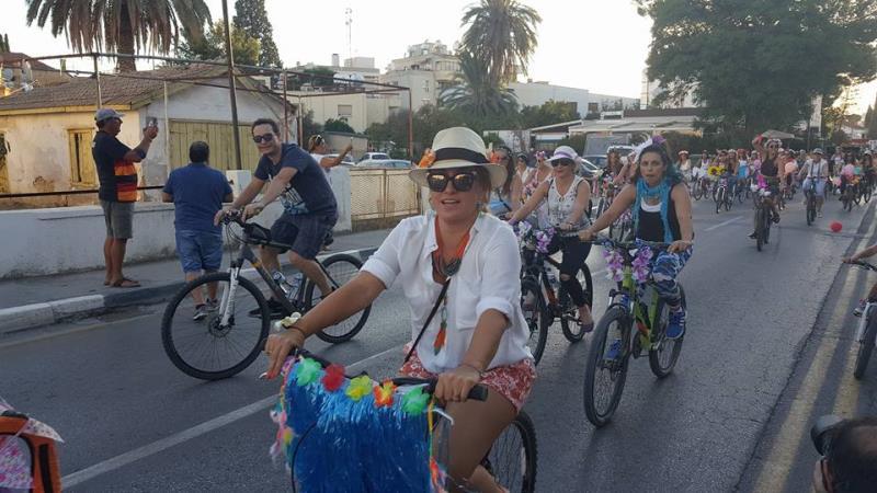 Kadınlar, bisikletleri ile sokaklardaydı 1