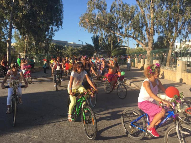 Kadınlar, bisikletleri ile sokaklardaydı 13