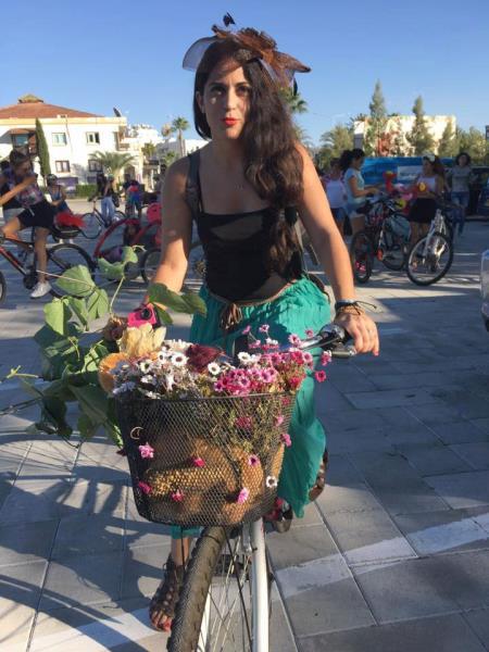 Kadınlar, bisikletleri ile sokaklardaydı 15