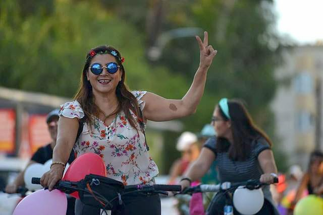 Kadınlar, bisikletleri ile sokaklardaydı 16