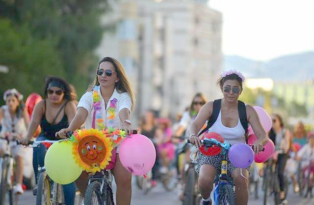 Kadınlar, bisikletleri ile sokaklardaydı 17