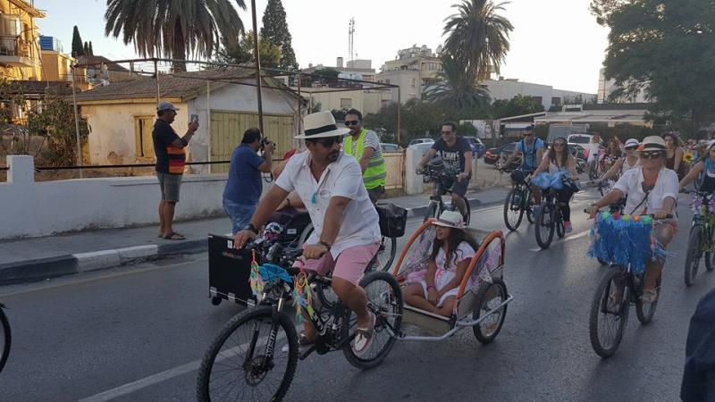 Kadınlar, bisikletleri ile sokaklardaydı 2