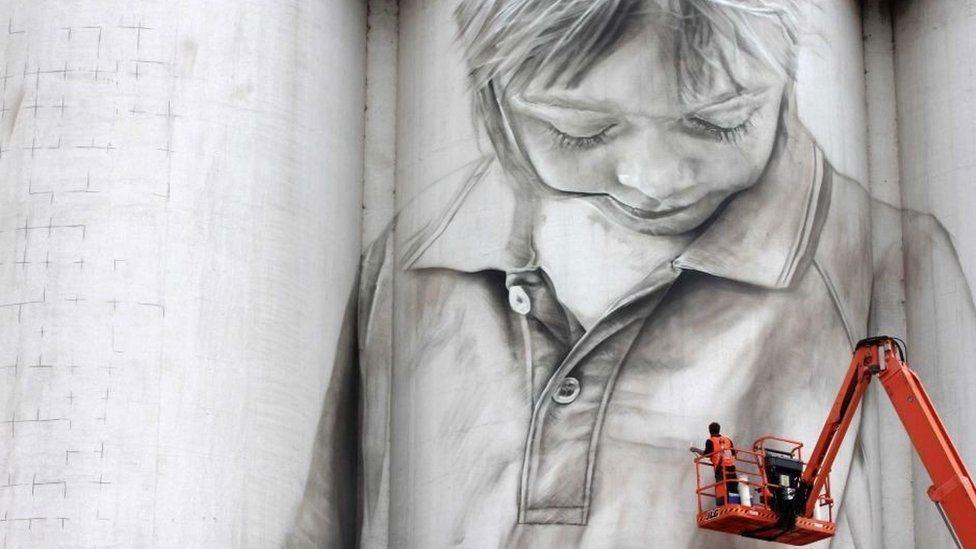 Binaları tuval yapan sanatçı 1