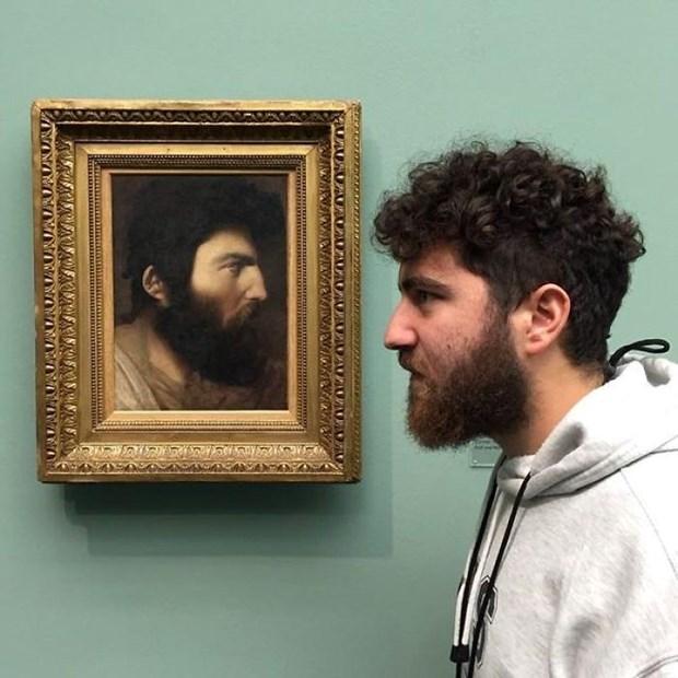 İkiziniz bir sanat müzesinde olabilir 11