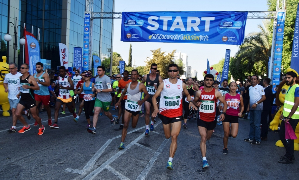 Lefkoşa Turkcell ile Koşuyor Maratonuı 13