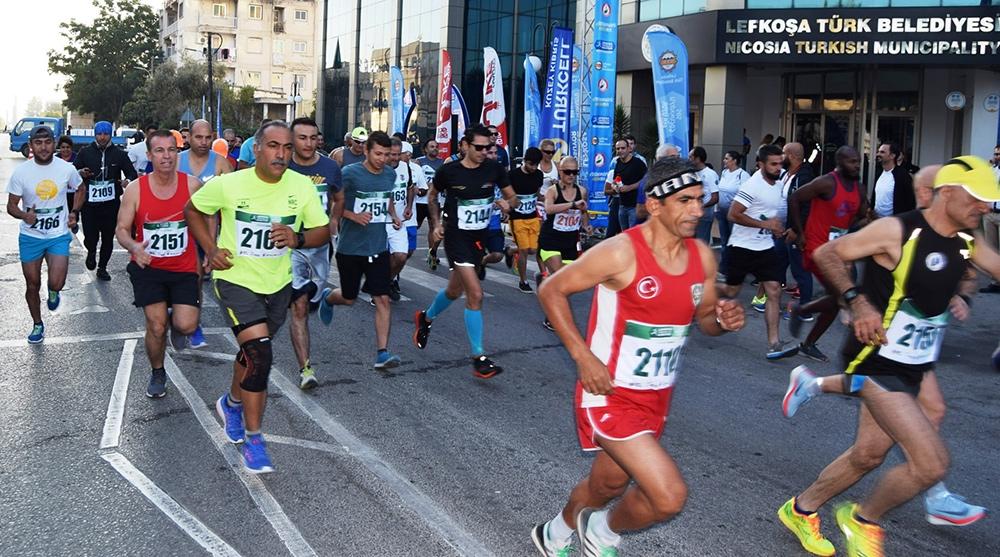 Lefkoşa Turkcell ile Koşuyor Maratonuı 2