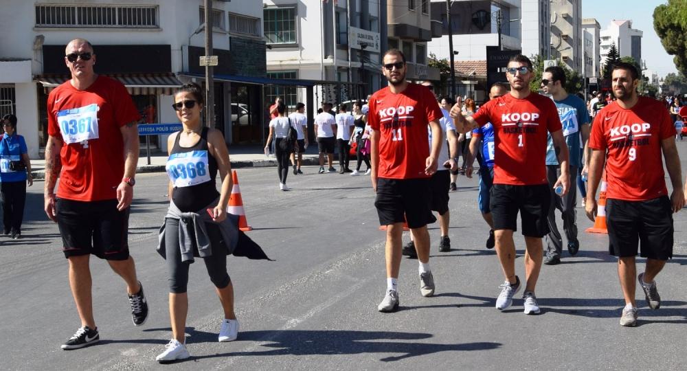 Lefkoşa Turkcell ile Koşuyor Maratonuı 21