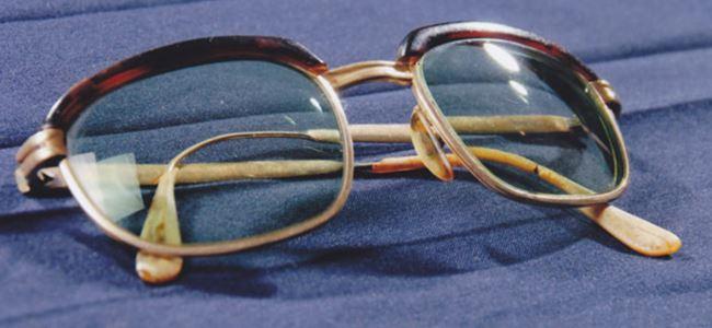 40 yıl sonra bir çift gözlük