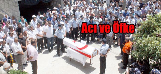 Öldürülen polis toprağa verildi