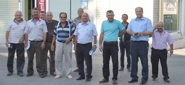 TDP, BKP VE Baraka adayları İskele'de çarşıyı ziyaret etti