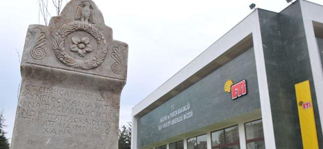 Arkeoloji müzesinde sünnet kokteyli!..