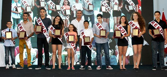YDÜ sporcularını onurlandırdı
