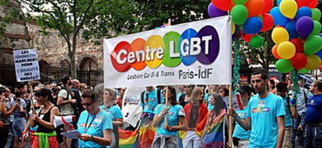 Pariste, Gay Pride yürüyüşü yapıldı