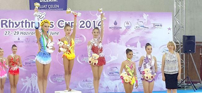 Cimnastikçiler kürsüde