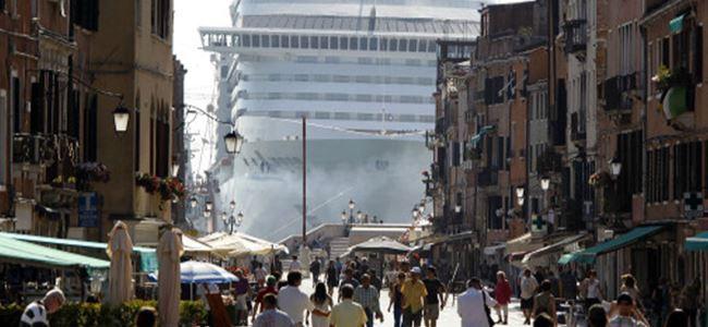 Venedik'te dev yolcu gemilerine yasak