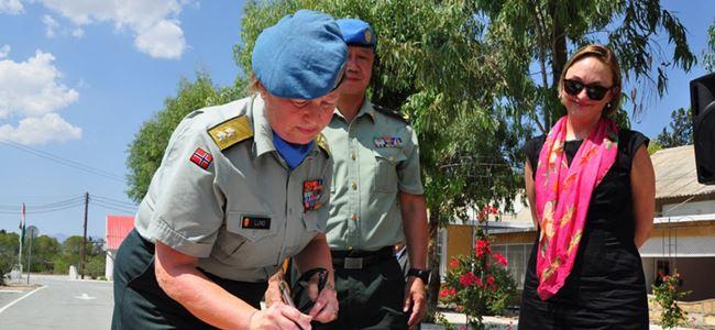 Kıbrısa kadın komutan