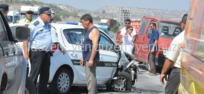 Araçlar bir birine girdi: 2 yaralı