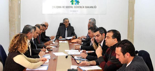 Türk-Sen yeni asgari ücreti sordu