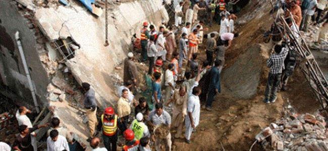 Cami çatısı çöktü,18 ölü