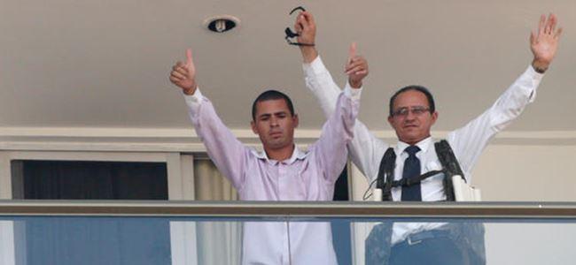 Devlet Başkanını protesto için otel çalışanını rehin aldı