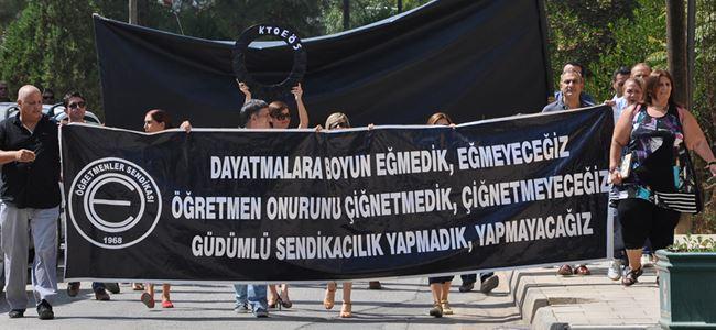 Öğretmenler Göç Yasası için sokakta