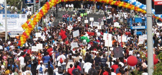 Binlerce kişi AIDS için yürüdü