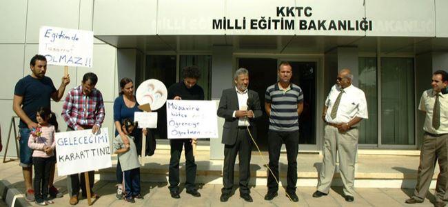 Veliler Eğitim Bakanlığı önünde eylem yaptı