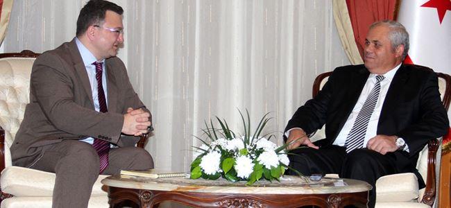 Başbakan, AKPA'da görev yapan basın mensuplarını kabul etti