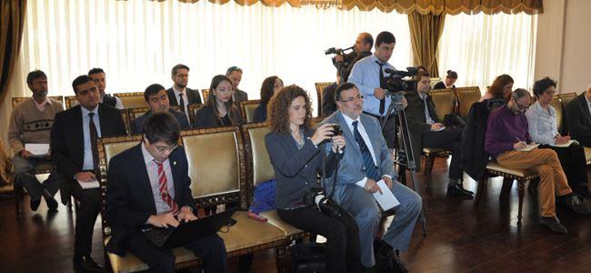 Eroğlu, yabancı gazetecilere Kıbrıs sorununu anlattı