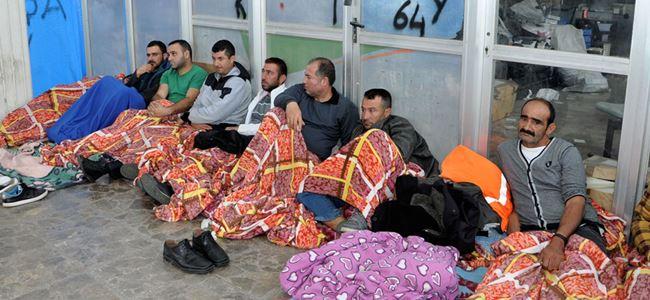 Açlık grevindeki 4 kişi hastaneye kaldırıldı