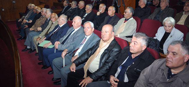 Emekliler meclis önünde eylem yaptı