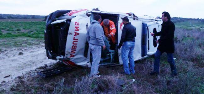 Virajı alamayan Ambulans takla attı!