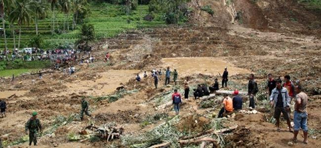 Endonezyada toprak kayması: 11 ölü