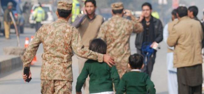 Pakistan öldürülen çocuklar için yasta