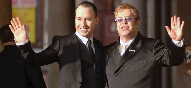Elton John evlendiğini Instagramdan duyurdu