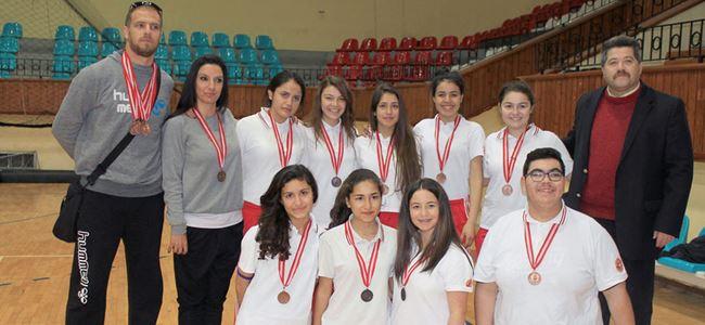 Badmintonda YDK üstünlüğü