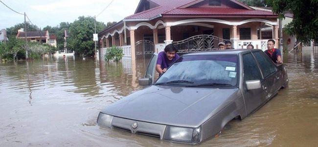 62 bin kişi sel nedeniyle tahliye edildi