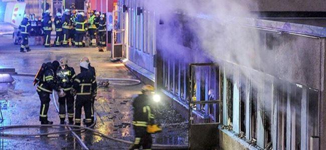 Kundaklanan camide 5 kişi yaralandı
