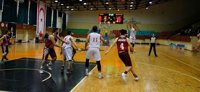 Çekişmeli maçta Antalya galip: 61-77