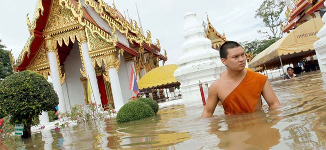 Tayland'da sel can aldı