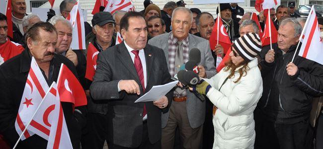 Gaziler meclis önünde eylem yaptı