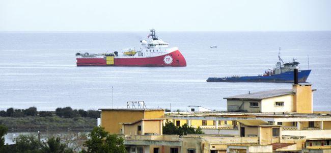 Mürettebatı taşıyan gemi su aldı.