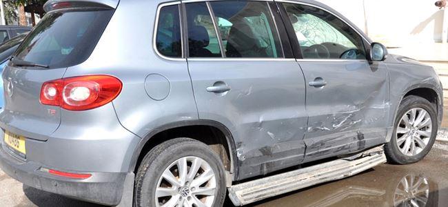 Kendi arabasıyla, eski sevgilisinin arabasına vurdu…