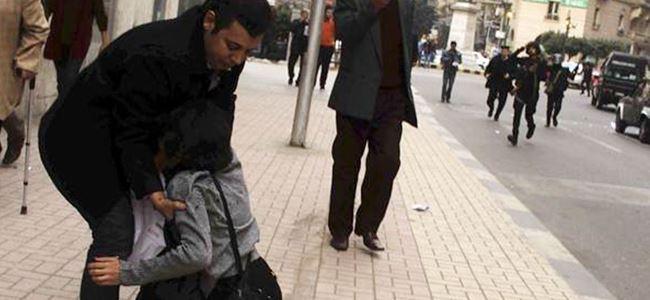 Mısır'da kadın gösterici öldürüldü