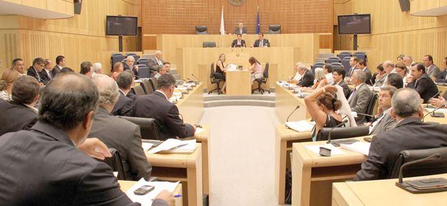 Kıbrıslı Rumların meclis kurumuna güveni az