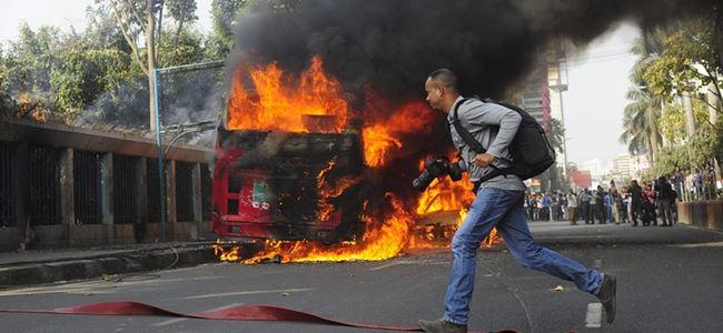 Otobüs ateşe verildi... 7 kişi öldü
