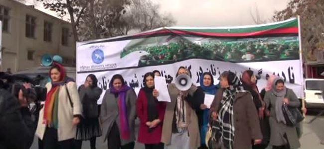 Kadınlar hükümeti protesto etti