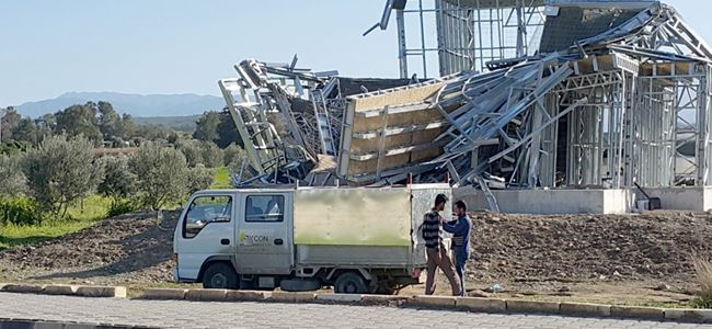 Yeşilyurt'ta çöken inşaata İÇ SORUŞTURMA